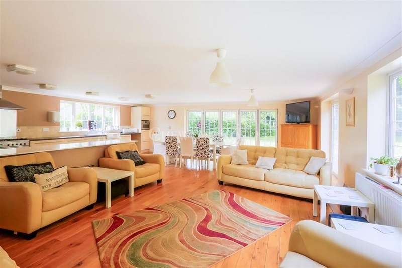 5 Bedrooms Detached House for sale in Red Lodge, Bury St Edmunds