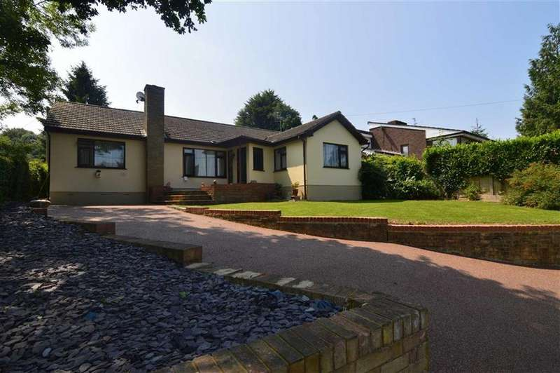 3 Bedrooms Detached Bungalow for sale in Lee Chapel Lane, Langdon Hills, Essex