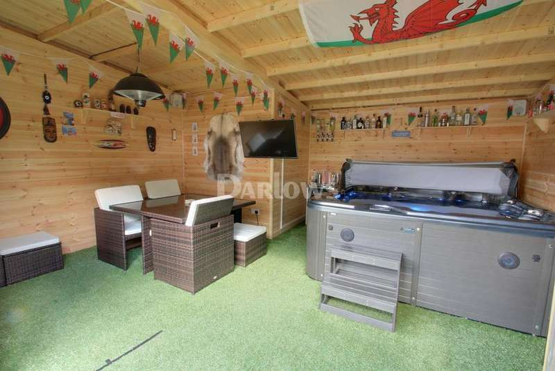 3 Bedrooms End Of Terrace House for sale in Maendy Wood Rise, Pontnewydd
