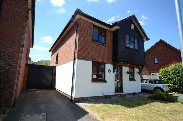 4 Bedrooms Detached House for sale in Medway Close, Wokingham, Berkshire