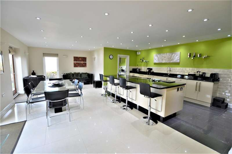 4 Bedrooms Property for sale in Russell Hill, Thornhaugh, Peterborough