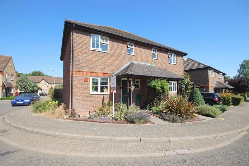 3 Bedrooms Semi Detached House for sale in Elder Field, Great Notley, Braintree, CM77
