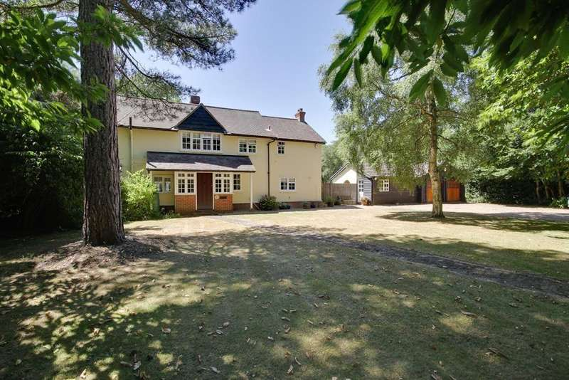 4 Bedrooms Detached House for sale in The Ridge, Little Baddow, Chelmsford, Essex, CM3