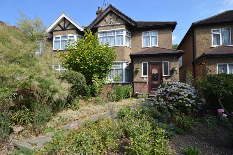 4 Bedrooms Semi Detached House for sale in Friern Park, London