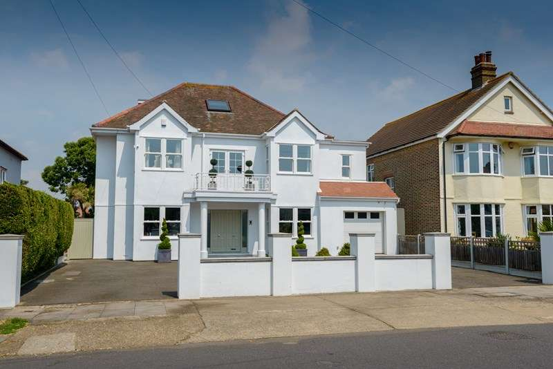 6 Bedrooms Detached House for sale in Magnificent Family Home - South Shoebury