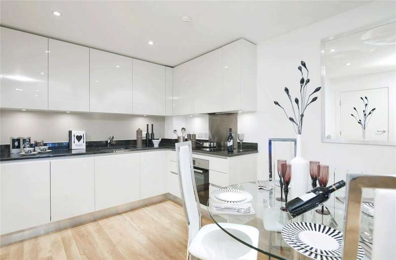 2 Bedrooms Flat for sale in The Square, Kidbrooke Village, London, SE3