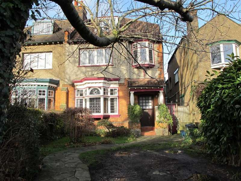 5 Bedrooms Semi Detached House for sale in Fullers Road, South Woodford, E18