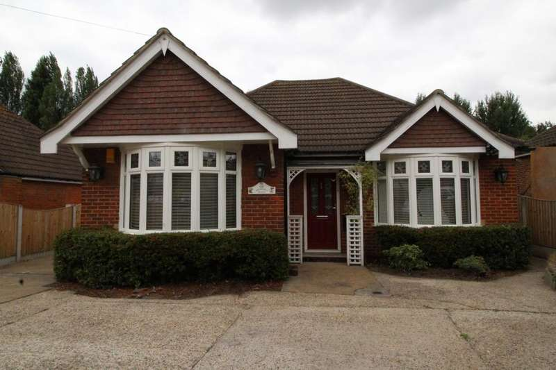 3 Bedrooms Detached Bungalow for sale in Purfleet Road, Aveley, Essex, RM15