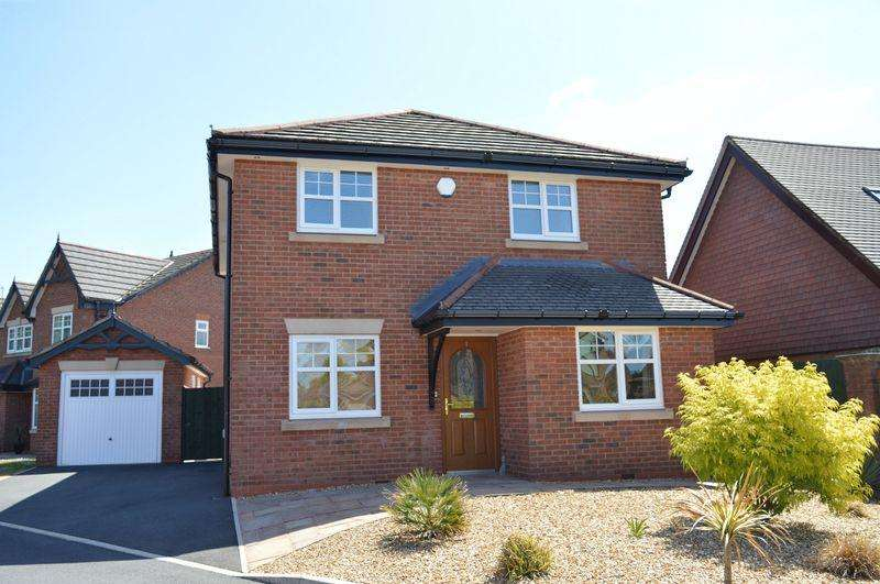 3 Bedrooms Detached House for sale in Cotswold Gardens, Lowton, WA3 1FT