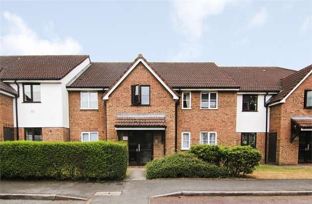 2 Bedrooms Flat for sale in Beaufort Close, Chingford, London