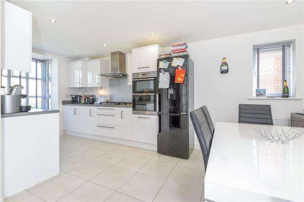 3 Bedrooms Semi Detached House for sale in William Heelas Way, Wokingham, Berkshire