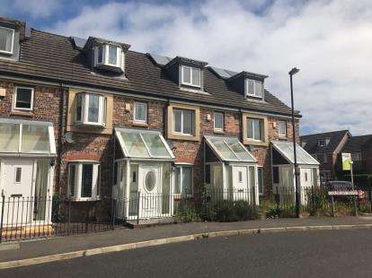 4 Bedrooms Terraced House for sale in Cardigan Road, Oldham, Greater Manchester