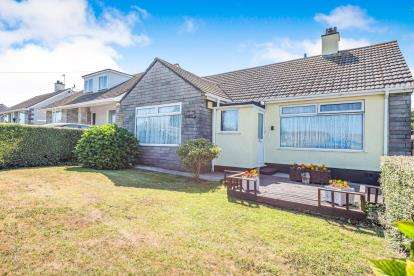 3 Bedrooms Bungalow for sale in Hayle, Cornwall, England