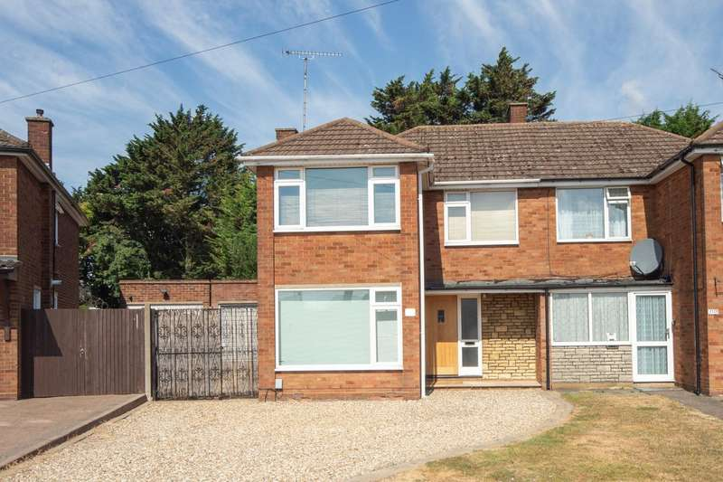 3 Bedrooms Semi Detached House for sale in Ridgeway Avenue, Dunstable