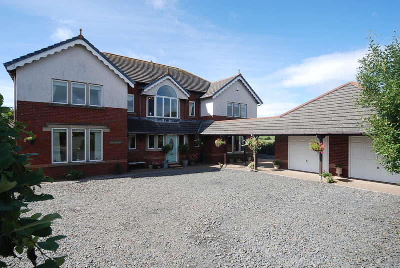 5 Bedrooms Detached House for sale in The Crescent, Barrow-in-Furness, LA14 4RA