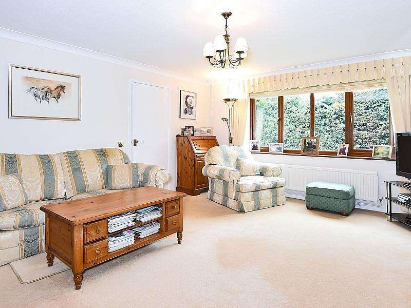 3 Bedrooms Detached House for sale in The Chase, Calcot, Reading, RG31
