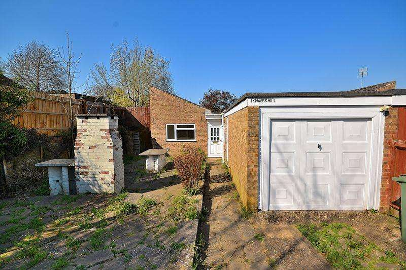 3 Bedrooms Bungalow for sale in Knaves Hill, Linslade