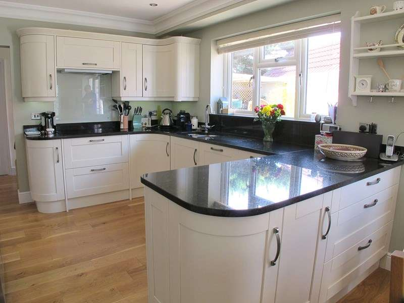 3 Bedrooms Semi Detached Bungalow for sale in Lulworth Road, Lee-On-The-Solent