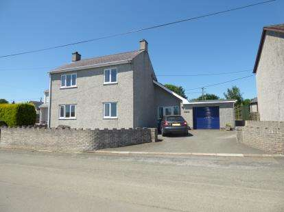 4 Bedrooms Detached House for sale in Llanbedrgoch, Anglesey, LL76
