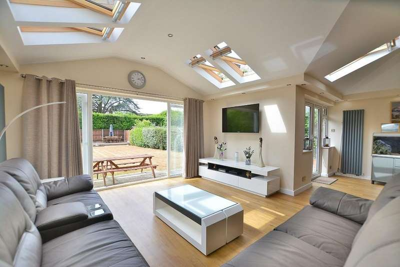 4 Bedrooms Detached House for sale in Leeson Road, Bournemouth