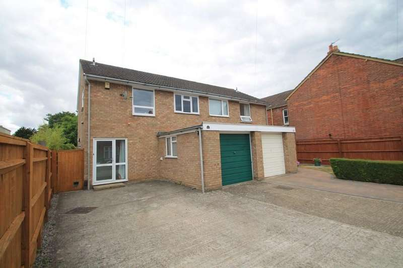 3 Bedrooms Semi Detached House for sale in Abbotts Road, Aylesbury