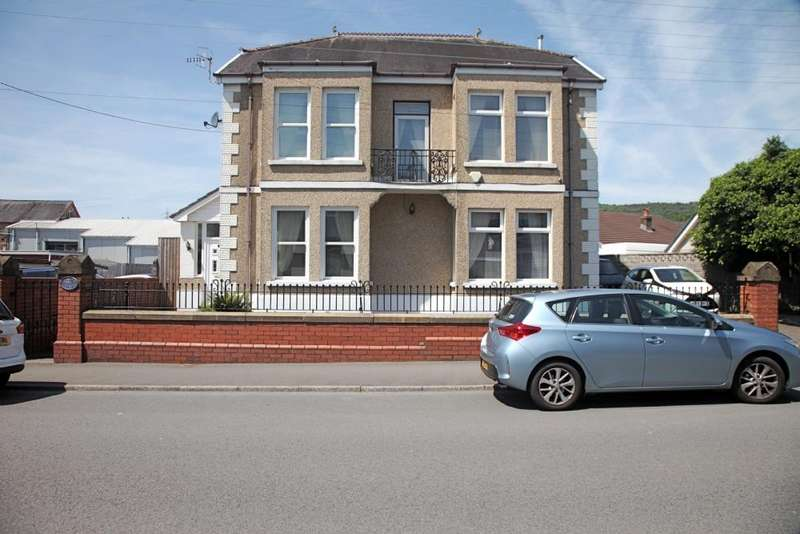 4 Bedrooms Detached House for sale in St John's House, St John's Road, Clydach , Swansea. SA6 5EY