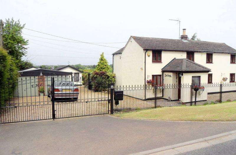 4 Bedrooms Detached House for sale in Malmesbury Road, Cricklade, WIltshire