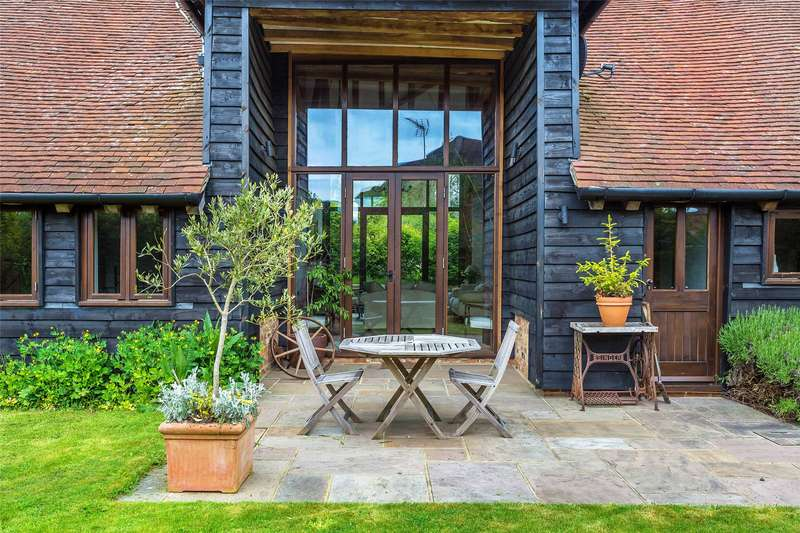 5 Bedrooms Detached House for sale in Rookery Lane, Smallfield, Horley, Surrey, RH6