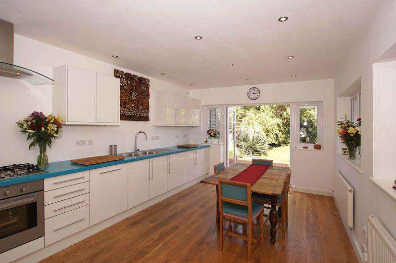 4 Bedrooms Semi Detached House for sale in Albert Parade, Bristol, BS5 9EH