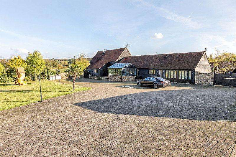 5 Bedrooms Barn Conversion Character Property for rent in Millers Lane, Chigwell, Essex IG7
