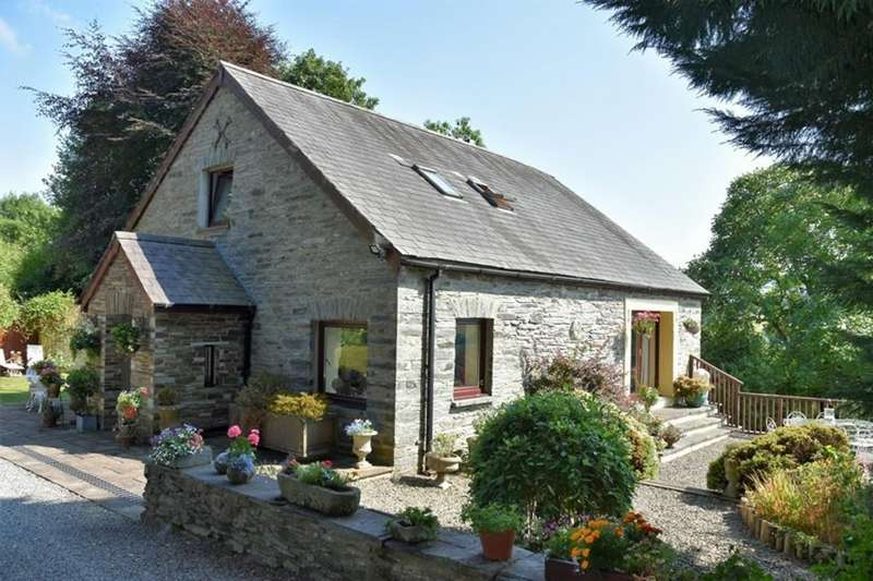 3 Bedrooms Barn Conversion Character Property for sale in Golwg Yr Afon, Cwm Cou