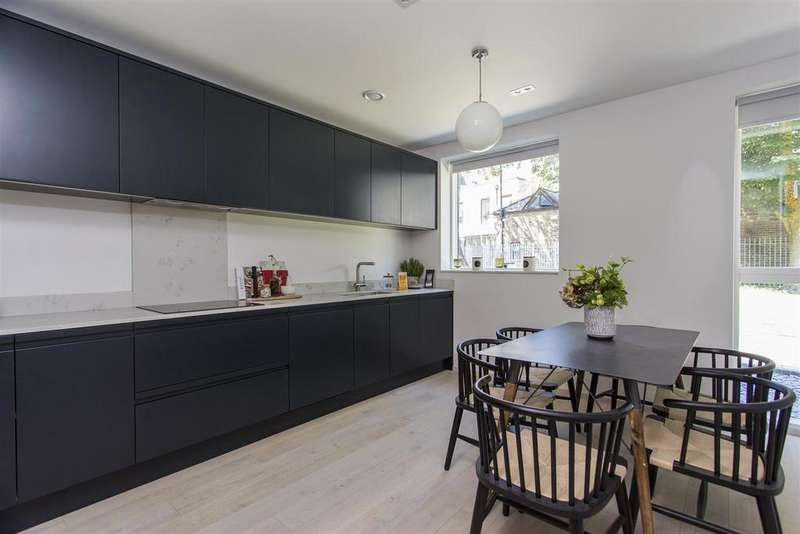 4 Bedrooms Terraced House for sale in Church Walk, London