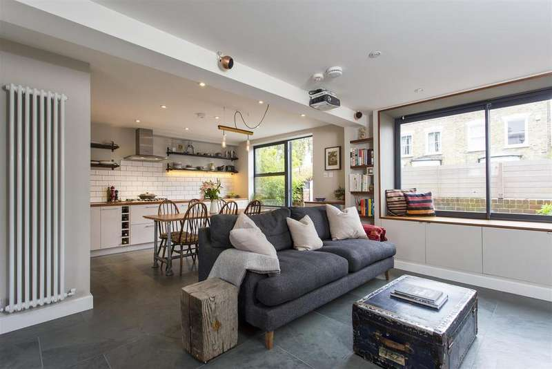 5 Bedrooms Terraced House for sale in Lilian Close, London