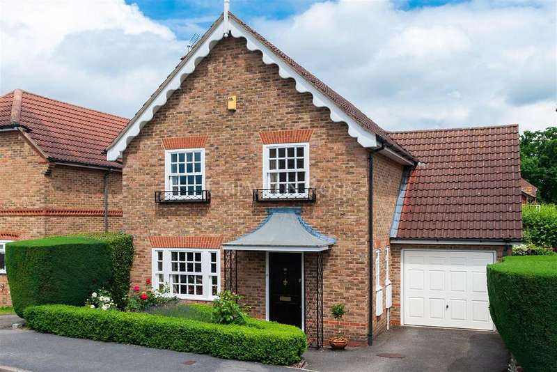 4 Bedrooms Detached House for sale in Winkfield Row