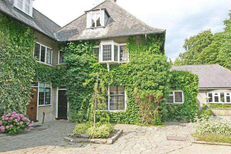 1 Bedroom Apartment Flat for sale in The Meads, Park Road, Stoke Poges, Buckinghamshire SL2