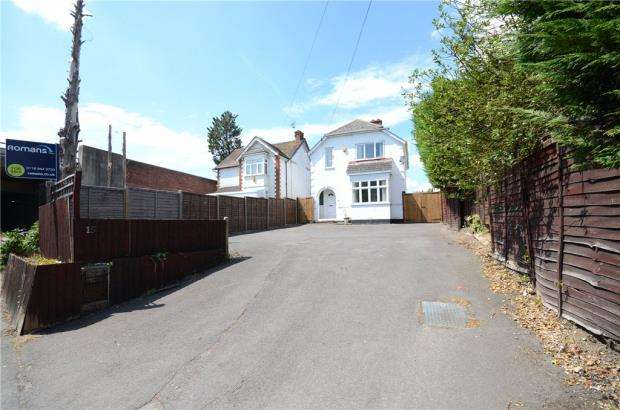 3 Bedrooms Detached House for sale in Loddon Bridge Road, Woodley, Reading