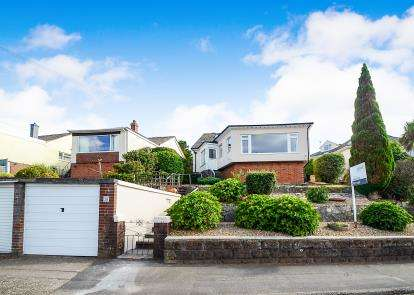 3 Bedrooms Bungalow for sale in Goodrington, Paignton, Devon