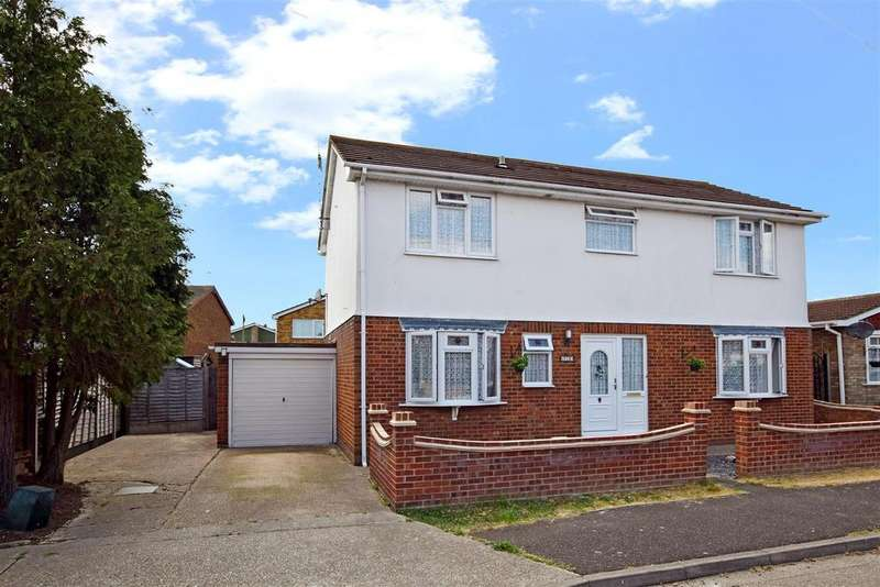 4 Bedrooms Detached House for sale in Kamerwyk Avenue, Canvey Island