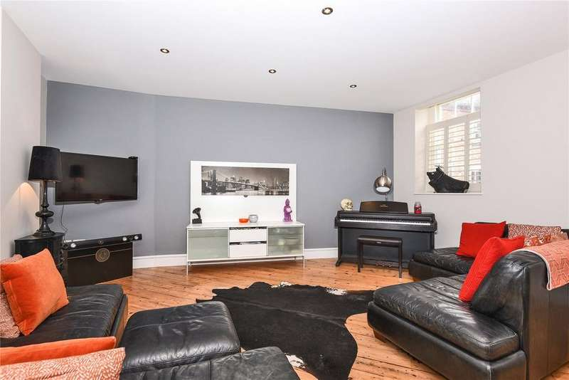 2 Bedrooms Apartment Flat for sale in Carding Place, Eton Square, Windsor, Berkshire, SL4