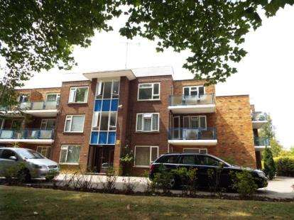 2 Bedrooms Flat for sale in Wardown Court, New Bedford Road, Luton, Bedfordshire