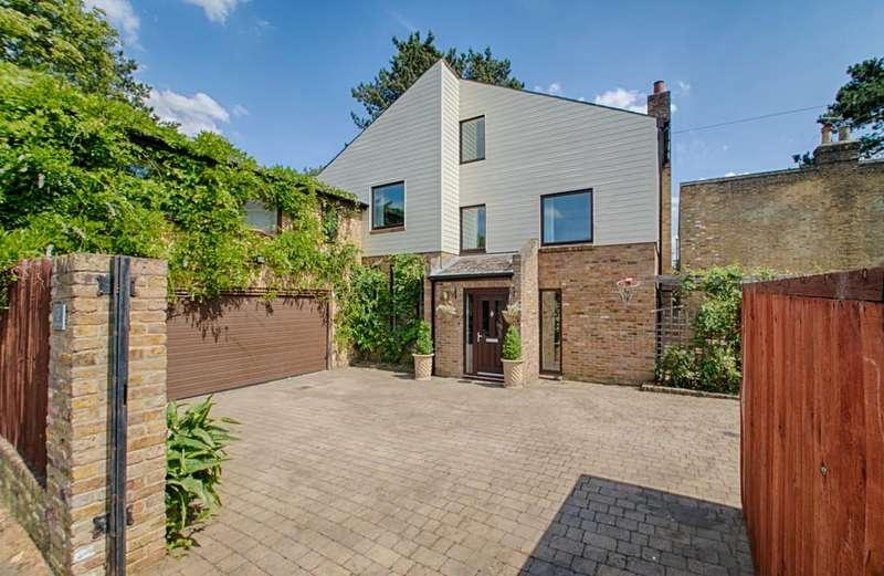 5 Bedrooms Detached House for sale in Elton Road, Hertford