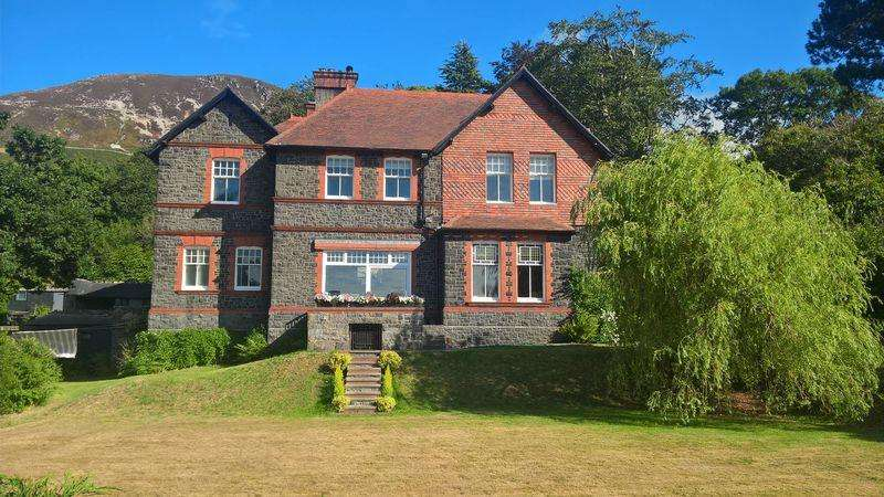 5 Bedrooms Detached House for sale in Conway Old Road, Penmaenmawr