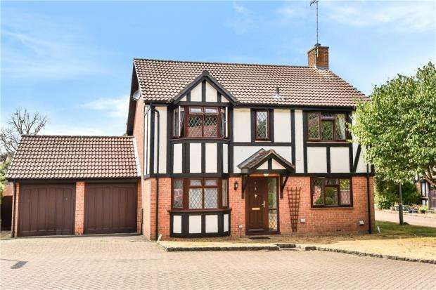 4 Bedrooms Detached House for sale in Shire Close, Bagshot, Surrey