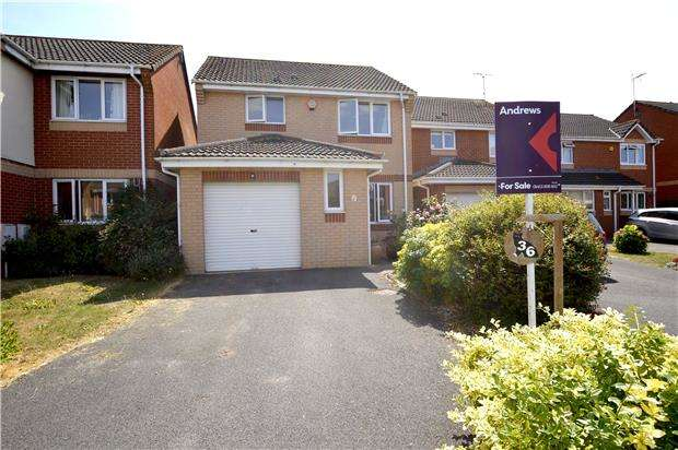 3 Bedrooms Detached House for sale in Arrowsmith Drive, Stonehouse, Gloucestershire, GL10 2QR