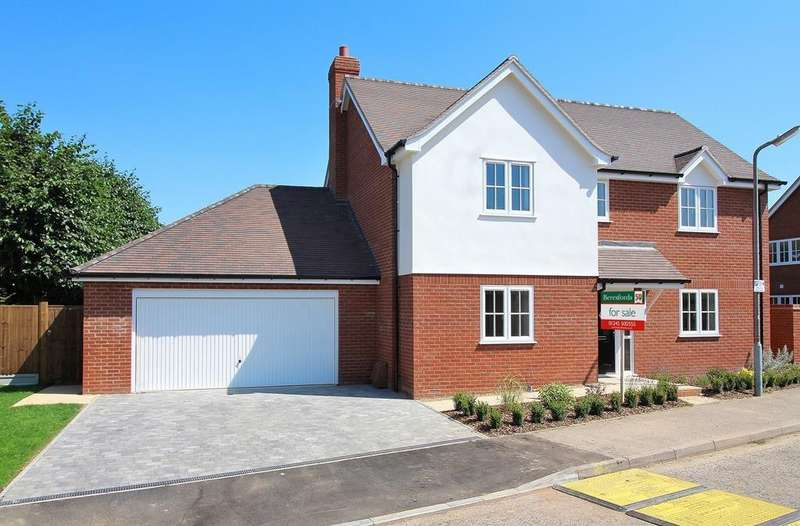 4 Bedrooms Detached House for sale in Canterbury Way, Chelmsford, Essex, CM1