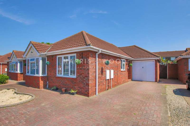 3 Bedrooms Detached Bungalow for sale in Bawdsey Close, Clacton-on-Sea, CO16
