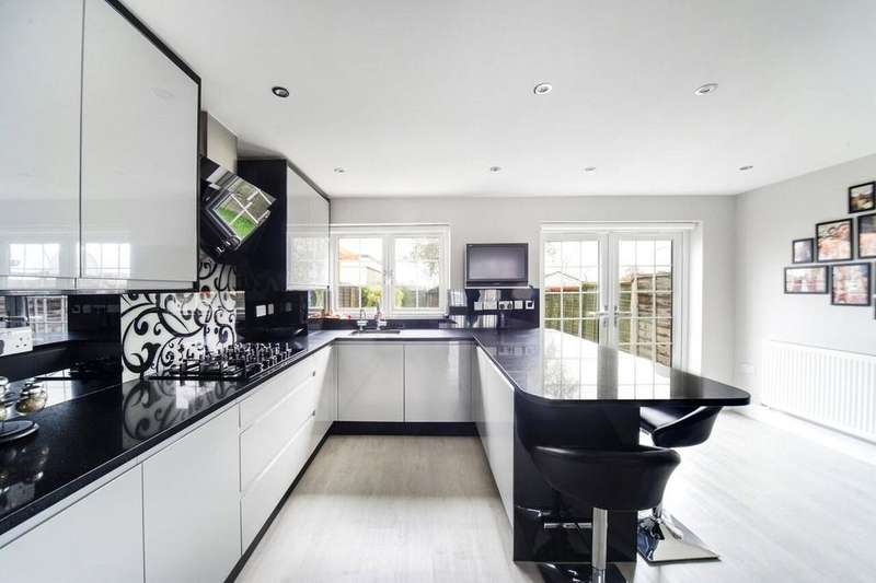 3 Bedrooms Terraced House for sale in Queensland Avenue, London, N18