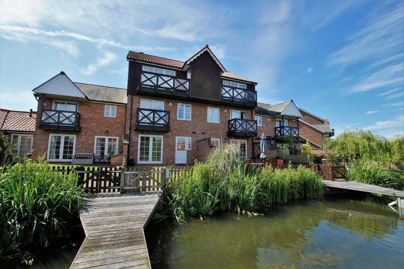 4 Bedrooms Semi Detached House for sale in The Moorings, Burton Waters, Lincoln