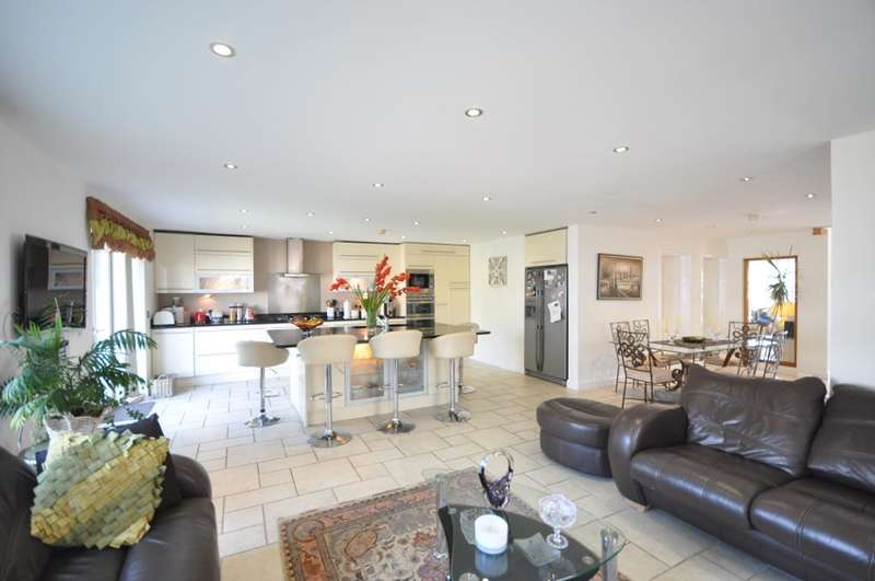 4 Bedrooms Detached House for sale in Heyhouses Lane, St Annes, Lytham St Annes, Lancashire, FY8 3RQ