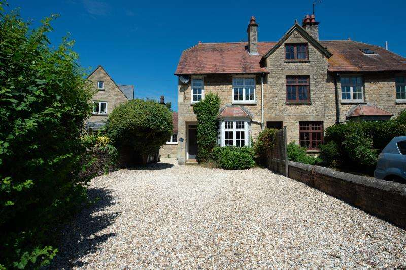3 Bedrooms Terraced House for sale in Witts End, Woodstock Road, Witney, Oxfordshire